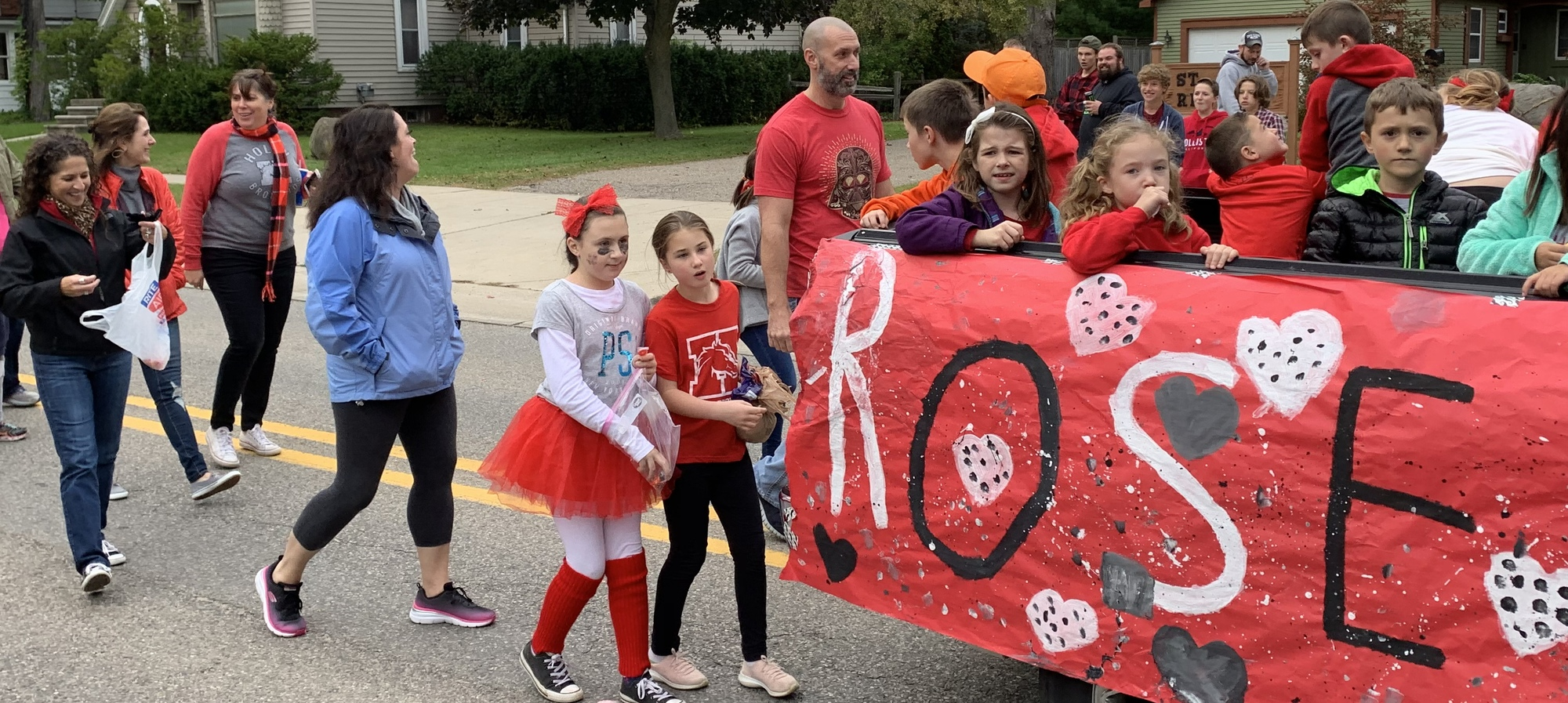 Rose Pioneer staff and students in the homecoming parade